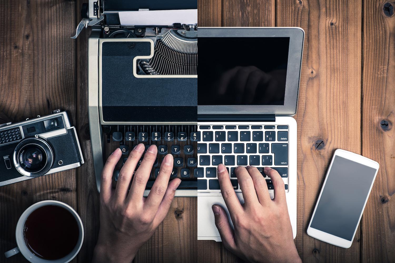 タイプライターとノートパソコン,過去と現在,アナログとデジタル,時代,比較